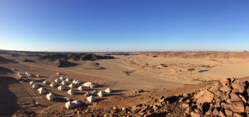 Camp de la Mission archéologique française du désert Oriental près du fortin ptolémaïque de Bi'r Samut (© G. Pollin, IFAO, MAFDO)